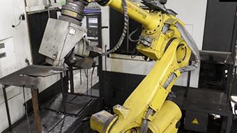 万能知能ロボット R-2000iB